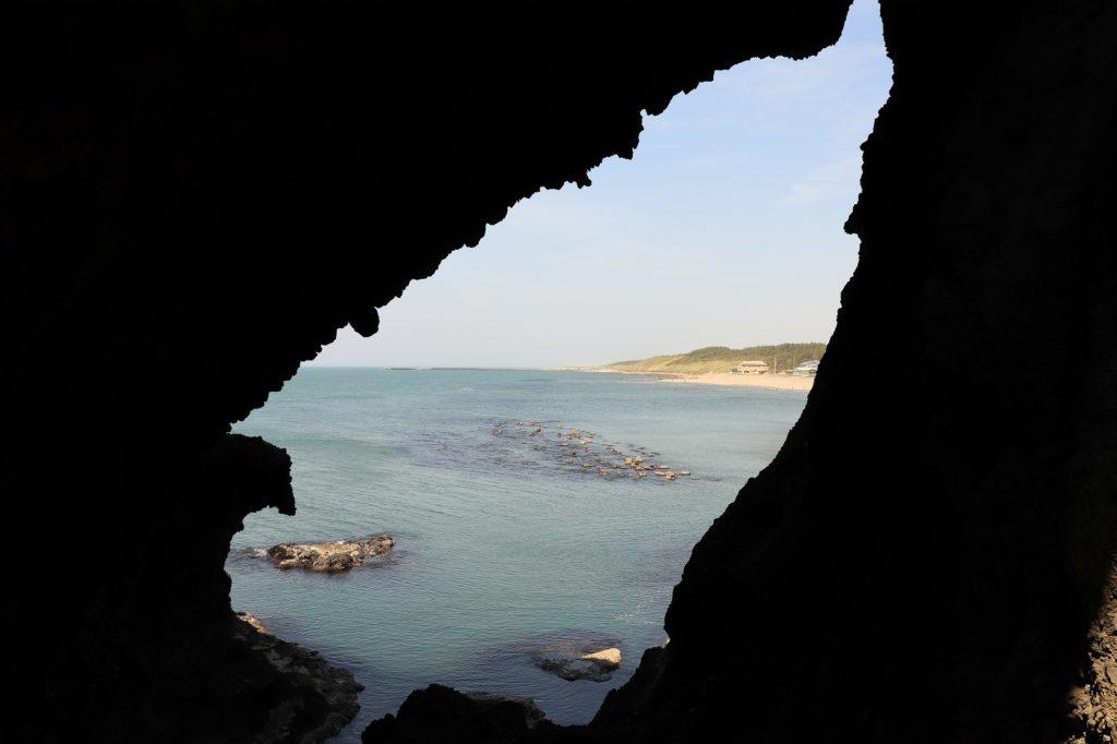 岩場から見た海