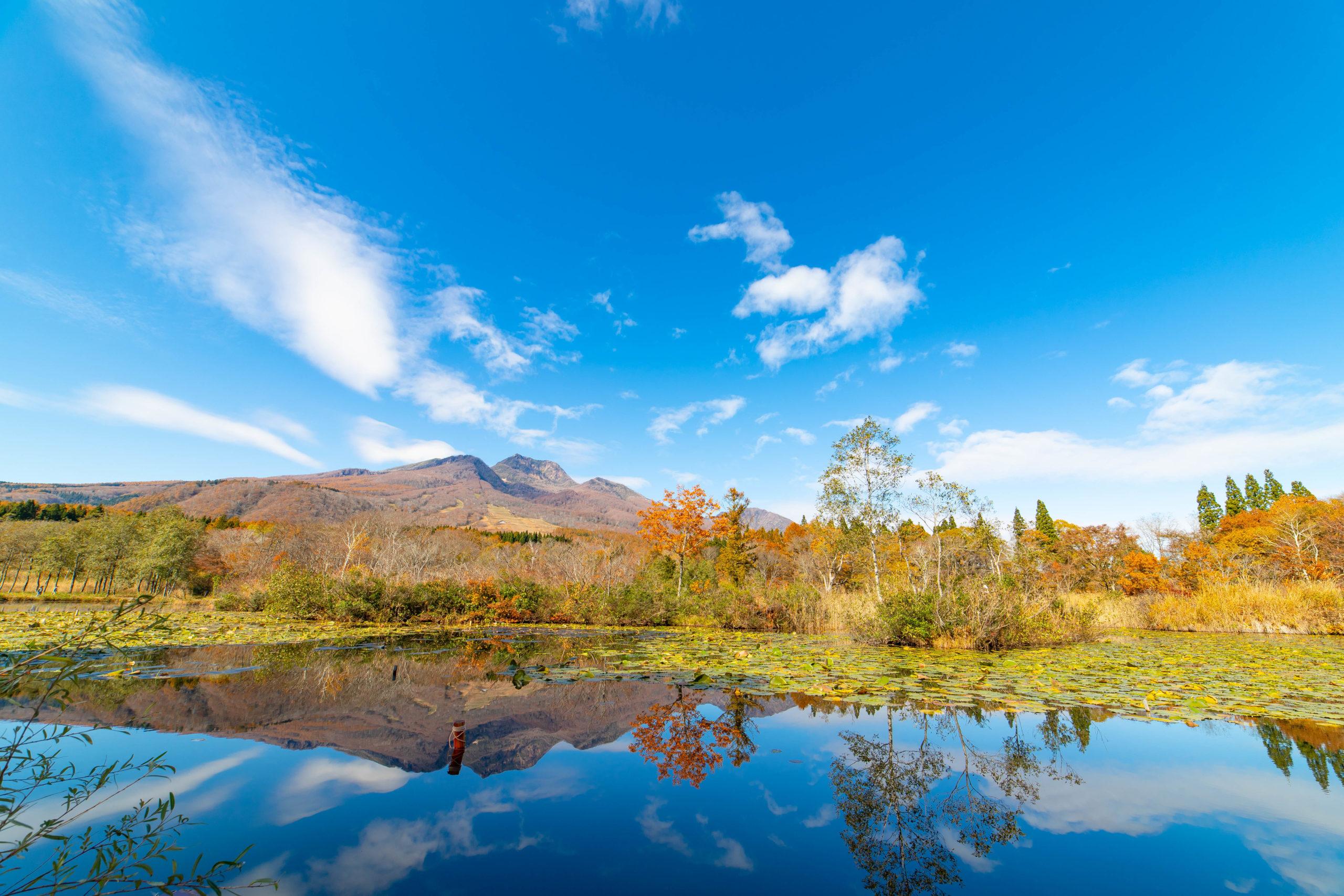 いもり池に写る妙高山
