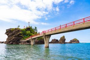 糸魚川の弁天岩