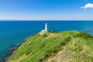 角田山灯台と日本海